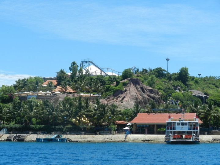 Vinpearl Island has an amusement park, underwater world and a water ...