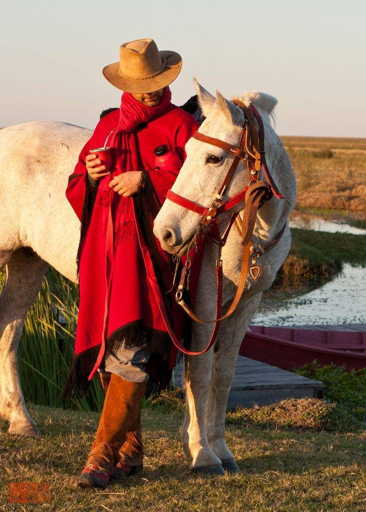 Linda foto de un gaucho y su inseparable caballo ...