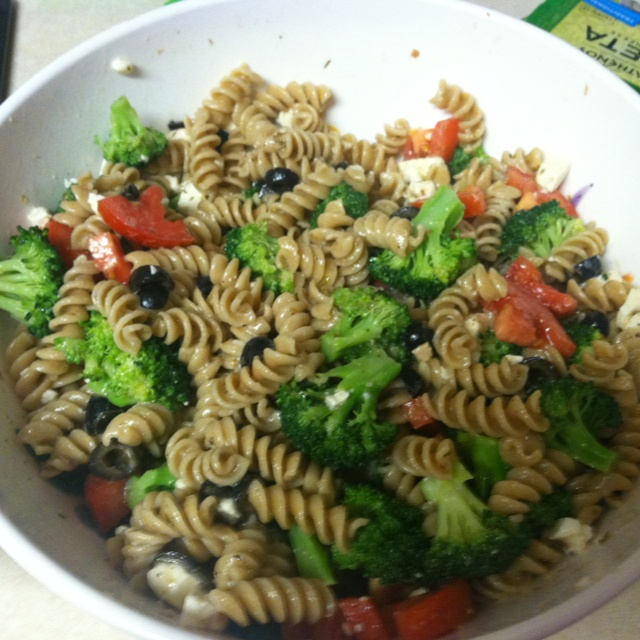 Pasta Salad: Whole wheat pasta, slightly cooked broccoli, tomatoes ...