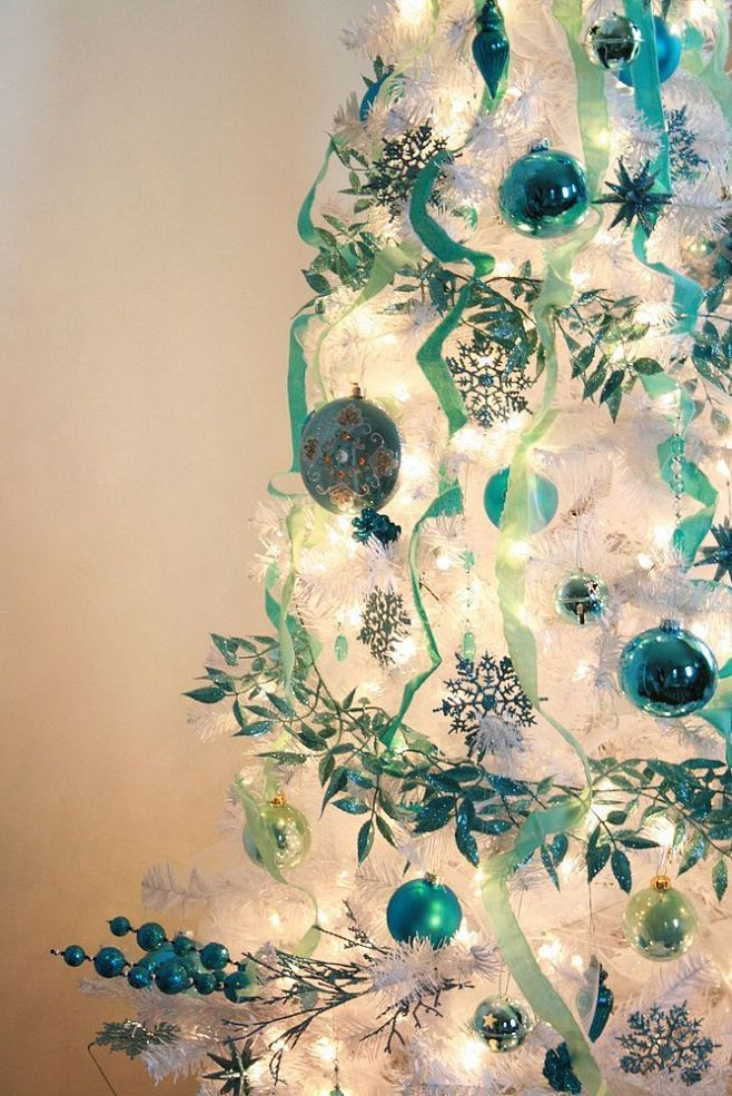 White christmas tree teal decor favorite christmas trees for Christmas tree mural