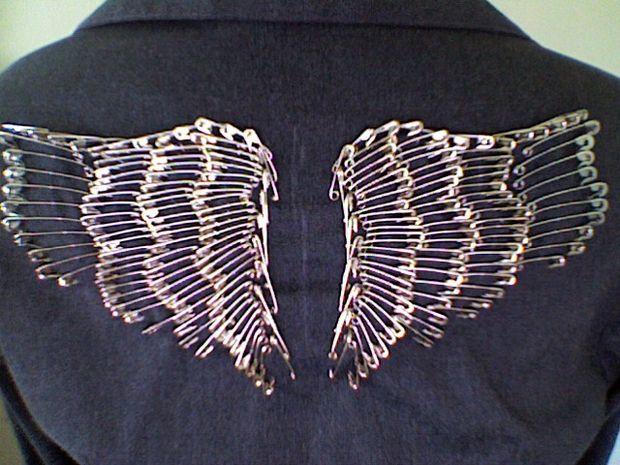 фото крылья на куртке