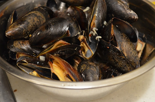 beer steamed mussels | I Seafood, I Eat It | Pinterest