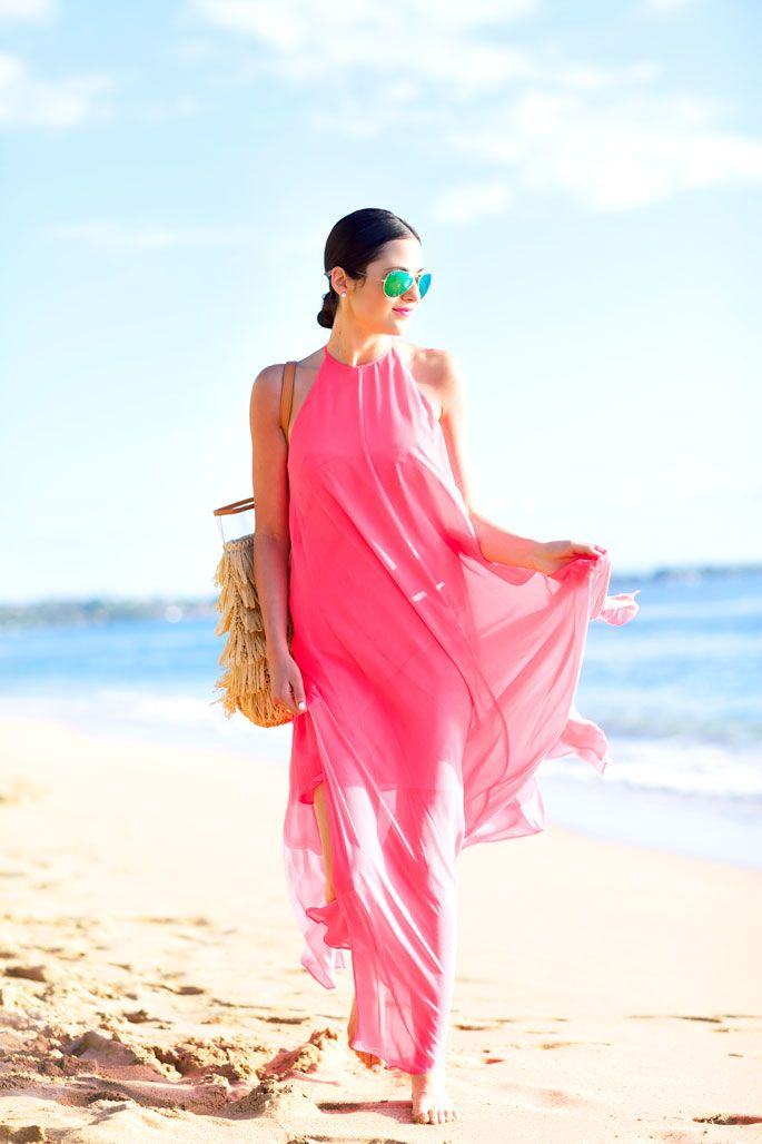 Feb 05, · Clothing. Bring two bathing suits and something to wear for a beach cover-up. A man can simply throw on a T-shirt, while a woman can wear a light sundress.