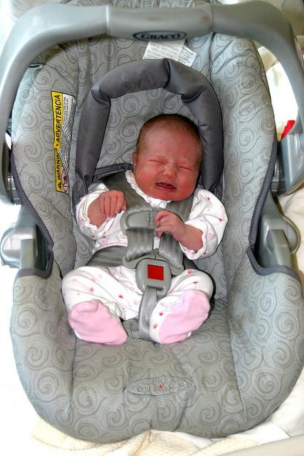 Не вредно ли сажать новорожденного в автокресло 41