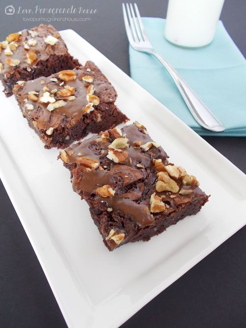 These caramel & pecan Turtle Brownies are guaranteed to disappear fast ...