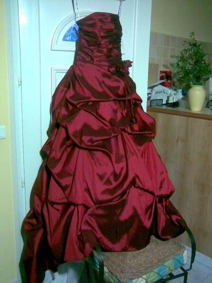 Robe de mariée bordeaux satiné  Robes de mariée et articles de ...