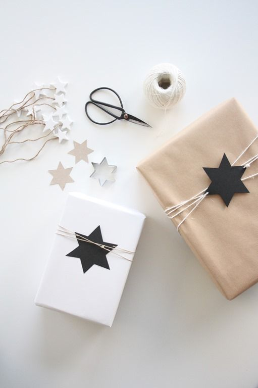 black stars | gift wrap . Geschenkverpackung . paquet-cadeau | @ deasogmia |