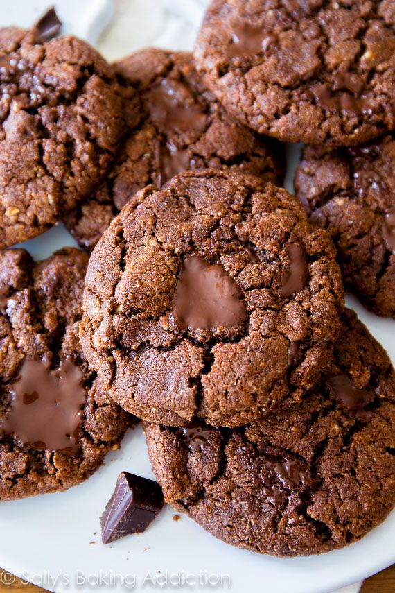 These 6 ingredient Flourless Dark Chocolate Almond Butter Cookies are ...