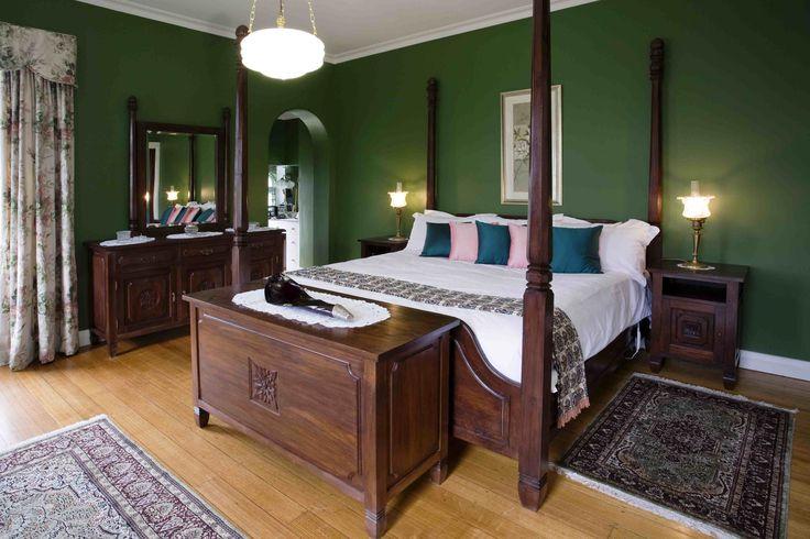 Wall color lush home decor ideas pinterest for Dark green bedroom ideas