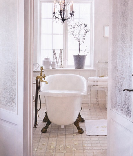 Chandelier Over Bathtub: Pin By Candie Cooper On Around The HoUSe