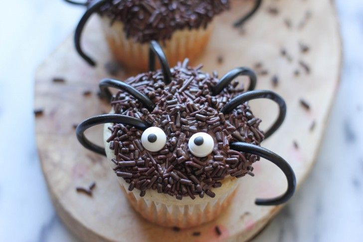 Halloween Spider Cupcakes Recipe.   Cake & cupcake Ideas   Pinterest