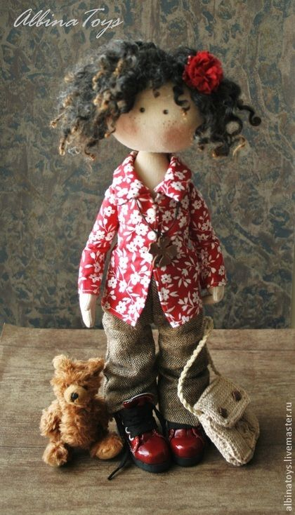 Соня. Конфетка. Текстильная кукла Соня. Немного мечтательная, но очень отвественная, обожает своего мишутку и очень ждет свою маму, учавствует в конфетке, подробности в блоге www.livemaster.ru/topic/650237-konfetka-ischem-mamu?vr=1&inside=1    Сама стоит ( в обувке),…