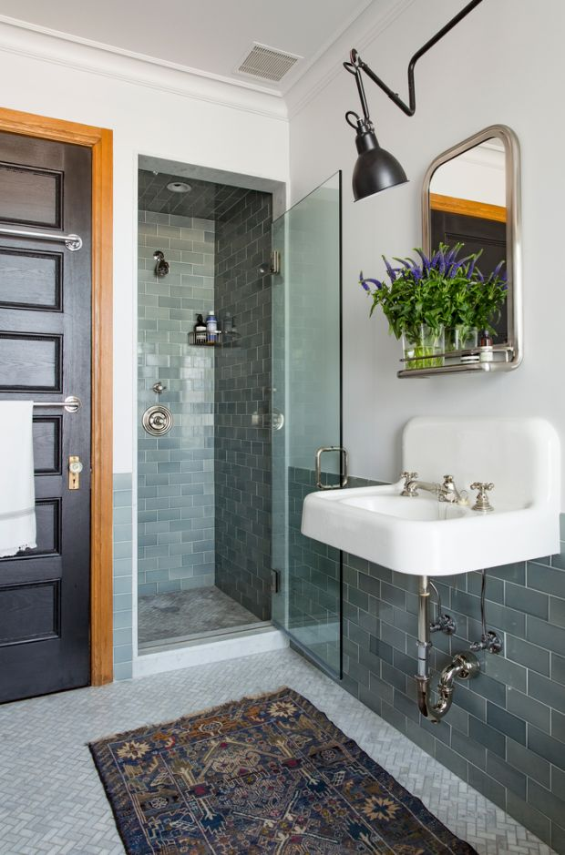 Small masculine bathroom