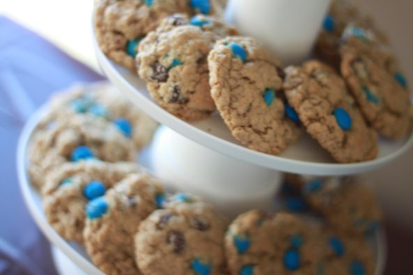 ... Cookie Monster blue chocolate chips (mini M's?) - Cookie Monster Party