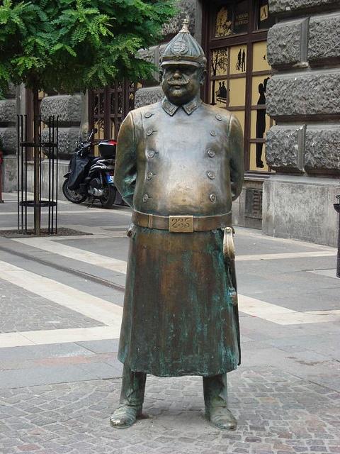 Čudne statue širom sveta - Page 6 E167d22405a0d28f3082dbc09e4cba30