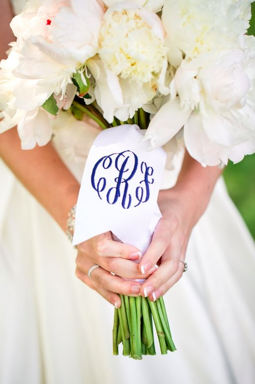 Add a personal touch to your bouquet wrap! #weddingbouquet #weddingideas {Katelyn James Photography}