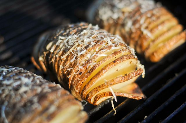 Grilled Hasselback Potatoes with Garlic and Parmesan Recipe :: The ...