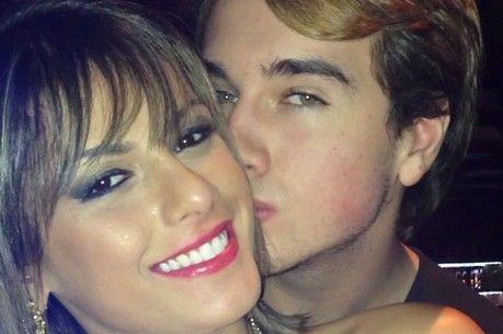 Jornal: ex-panicat Babi Rossi está grávida de Olin Batista. Mas assessora diz que ela usa chip anticoncepcional http://r7.com/Pch3