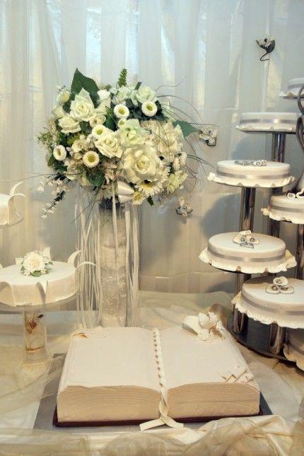 Hochzeitstorte, einstöckig in Buch-Form  Hochzeitstorten  Pinterest