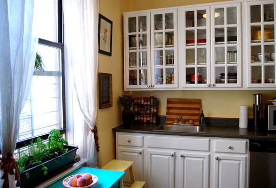 Cabinets Lucy 39 S Sunny Airy Brooklyn Kitchen Small Cool Kitchens 2012