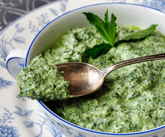 Confessions of a Spoon: Spinach & Yogurt Dip (Ispanak borani)