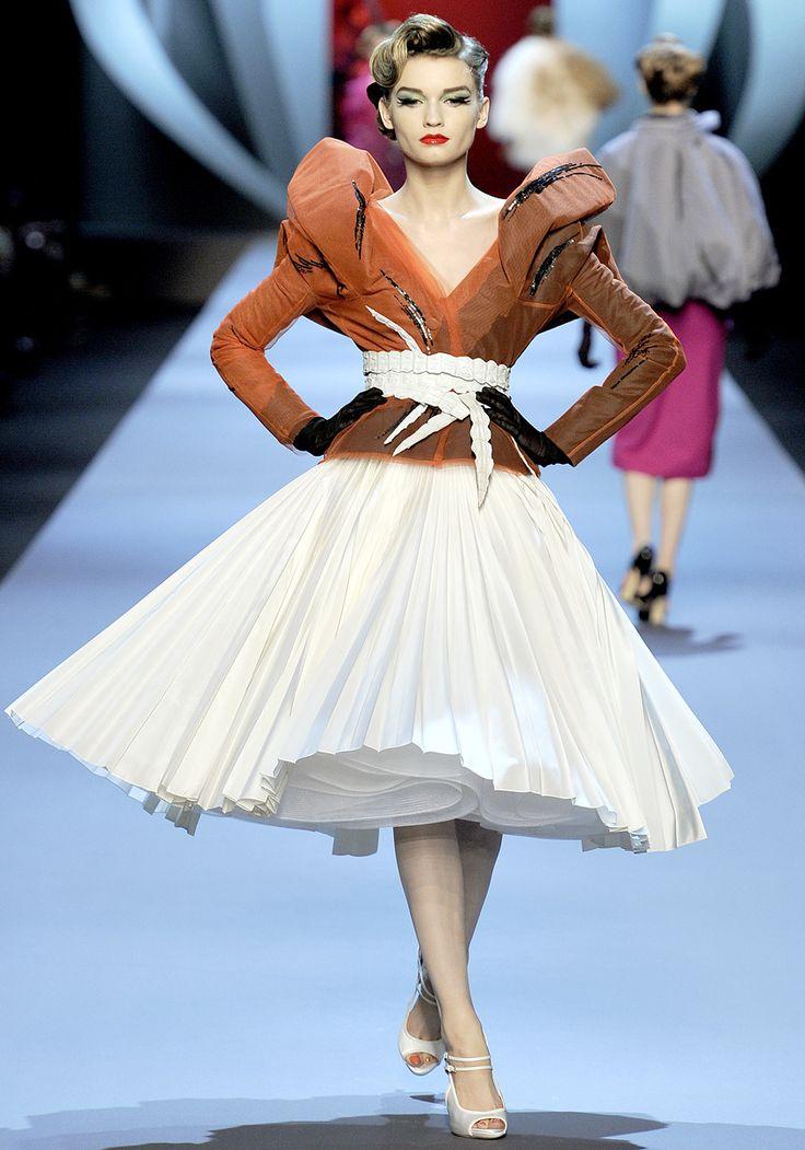 #dramatic #femme #artistic #ladylike #Coutoure #HighFashion #Glam #Drama Christian Dior   Spring 2011