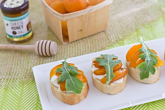apricot crostini_ appetizer [honey, arugula]