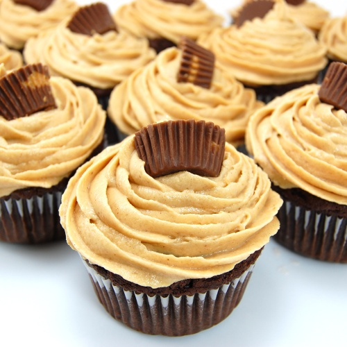 ... Pea's Kitchen » Dark Chocolate Cupcakes with Peanut Butter Frosting