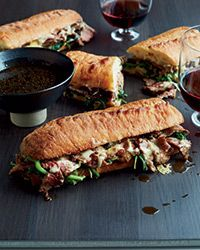 ... juicy beef, horseradish aioli, fresh spinach and melted cheese with a