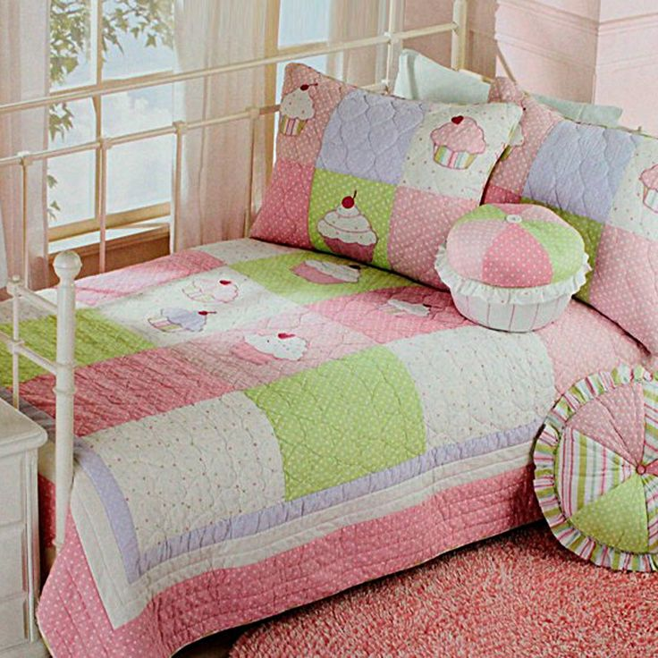 cupcake quilt bedding decorating with quilts pinterest