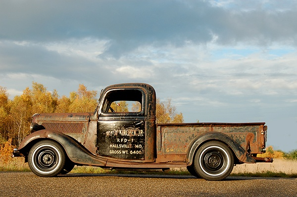 "Skip en zijn 1937 Ford ""Rat Rod"" Pick Up Truck"