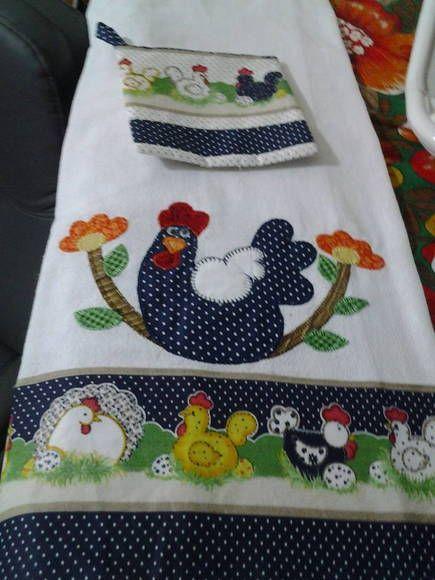 Pano de prato em sacaria forrada, bordado à máquina com barrinha de tecido em algodão . R$ 20,00