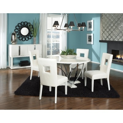 Love the crispness of the blue and white with hits of black.