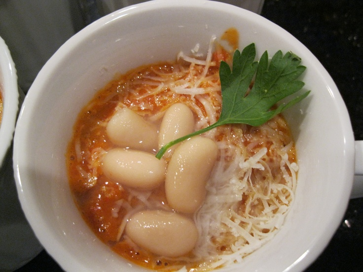 Roasted tomato and cannellini bean soup | Munchies | Pinterest