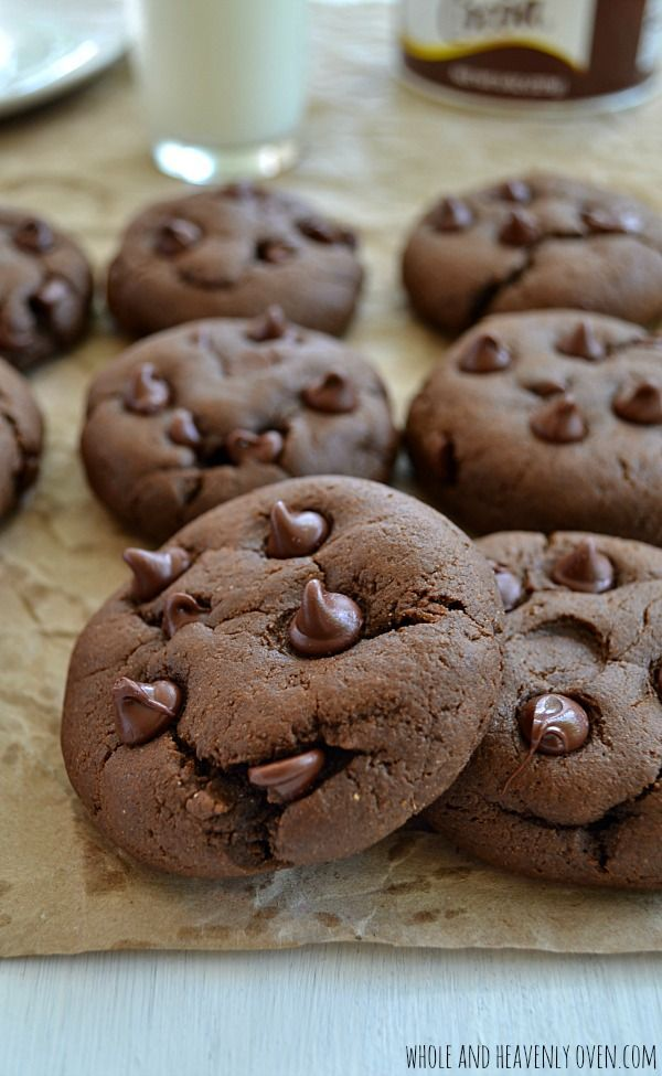 Bakery-Style Double Chocolate Cookies | wholeandheavenlyoven.com