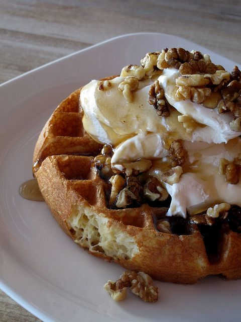 Waffle with Yogurt & Honey √