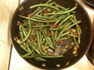 Holly's Tiny Kitchen: Fresh Green Beans with Bacon, Mushrooms & Herbs