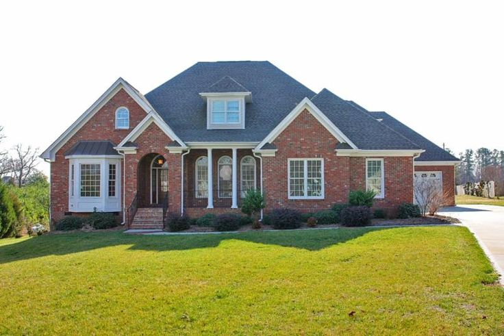 Nice ranch style home homes pinterest for Small brick ranch homes