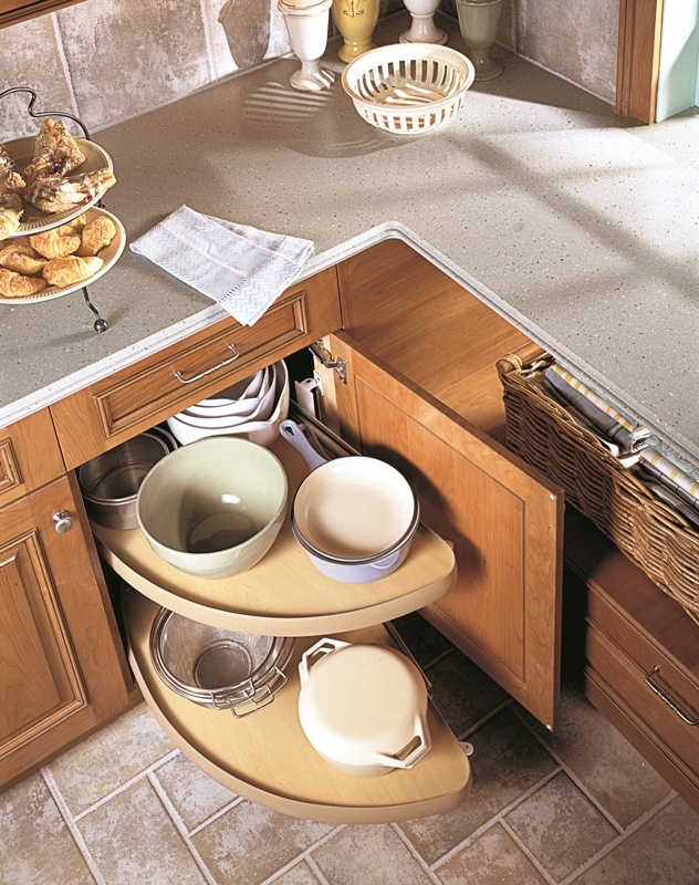 Corner cabinet with display carousel cuisine pinterest for Carousel for kitchen cabinets
