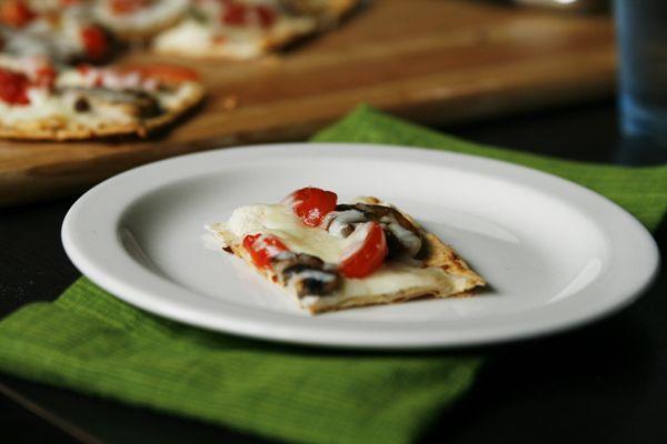 Mushroom Tomato Flatbread Pizza -- good quick lunch idea. Get some ...