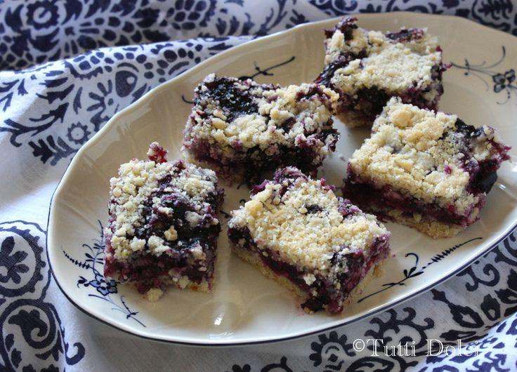 blueberry crumb bars!