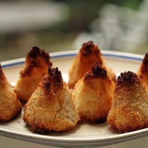 Pineapple-Coconut Macaroons from David Lebovitz, found @Edamam ...