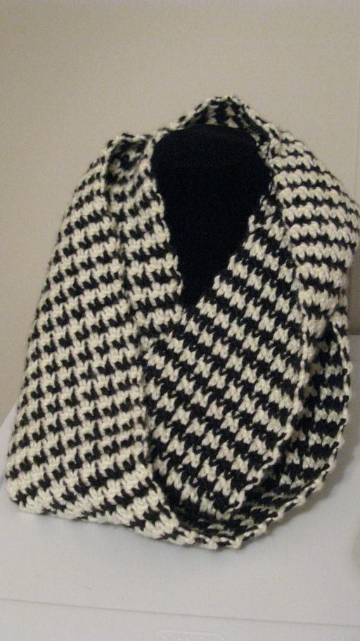 Knitting Pattern For Houndstooth Scarf : Excited About Crochet Patterns! Free Hounds Tooth Scarf Pattern