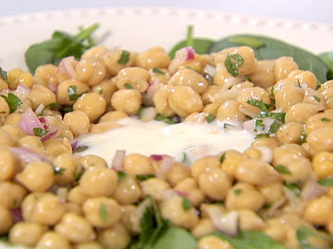 Chickpea and Spinach Salad with Cumin Dressing and Yogurt Sauce | Rec ...