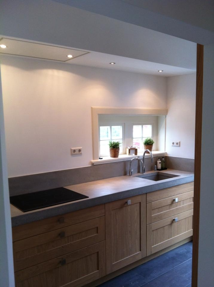 Keuken Met Betonblad : en plaatste deze prachtige massief houten keuken met stoer betonblad