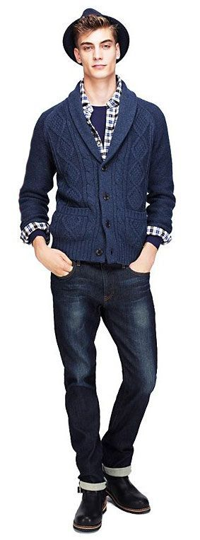 Uni Qlo MEN HEAVY GAUGE SHAWL COLLAR CARDIGAN This warm, thickly knit cardigan is made of a soft, light blend of premium wool. The shawl collar makes it both cozy and sophisticated. 60% polyester, 30% wool, 10% nylon $39.90