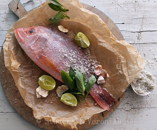 Red Snapper with lime, garlic, basil & sea salt Ingredients: 1 kg red ...