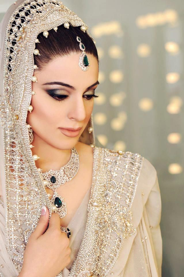 Bridal Makeup Lookbook : love the makeup, pearls on dupatta Indian Outfits ...