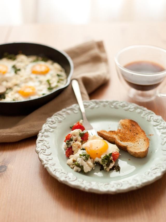 kale, tomato and feta egg bake | savory snack | Pinterest
