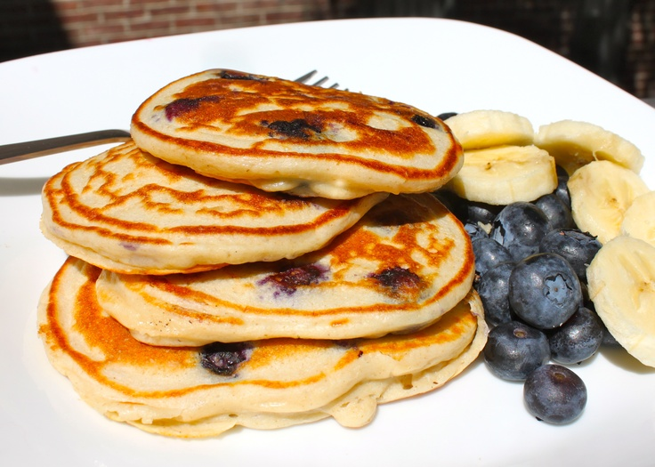 Blueberry cheesecake pancakes. Made using oat flour & cottage cheese ...